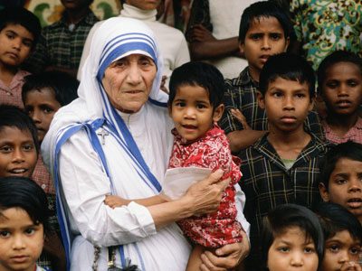 india_mother-teresa_among_children